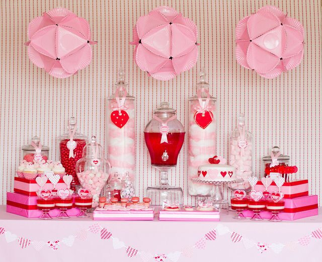 Very-pink-and-red-valentines-party