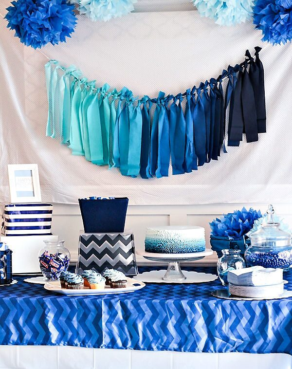 blue-ombre-dessert-table