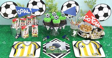 Love-this-festive-soccer-party-table