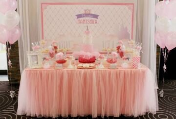 Bling-Princess-First-Birthday-Party-dessert-table-pink-550x373