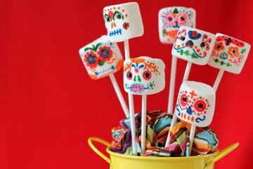 143-78178-day-of-the-dead-marshmallow-pops-sugar-skulls-1412616264